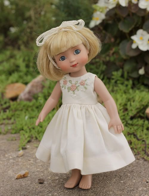 Simple free doll dress pattern. Directions are given so the pattern can be scaled up or down, on a printer to fit a small doll or American Girl Doll.  This page is great just for the embellishment ideas alone.