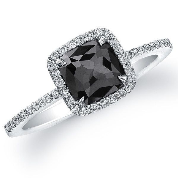 This black diamond ring is probably the most beautiful I've ever seen. I ♥ black diamonds.