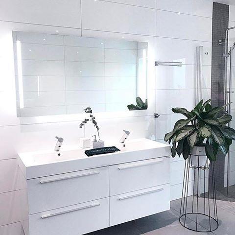 Ønsker deg en fin kveld med dette lekre badet fra @cathrinedoreen . Vi er så takknemlig for å ha så kreative kunder som deler sine flotte bad med oss! 🌸🙌🏻 #vikingbad #kvalitetogtrygghetforalle #baderom #baderomsinspo #baderomsinspirasjon #baderomsinnredning
