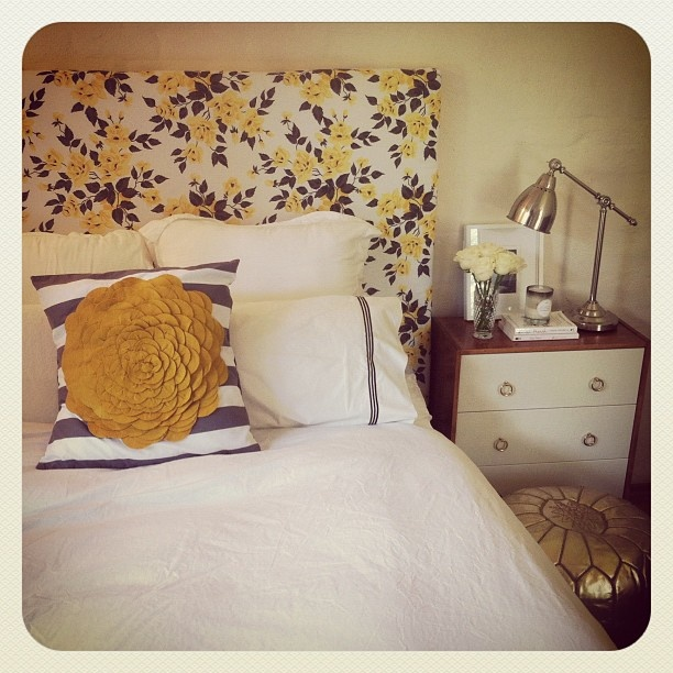 #Vintage Vogue.. #Floral #headboard, stunning #pillow