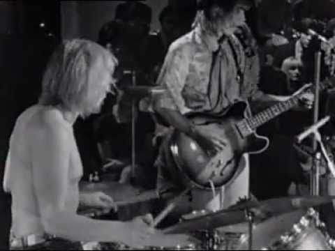 Soft Machine Concert | Ce Soir, on Danse TV, France, 1968 | Robert Wyatt, Mike Ratledge, Kevin Ayers | [0:00] 1. A Certain Kind  [3:52] 2. Save Yourself [5:55] 3. Priscilla  [6:30] 4. Lullabye Letter  [14:10]  5. Hope for Happiness