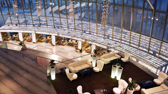 The most luxurious Hotel lobbies in Qatar,The torch, Doha  has a more contemporary style that in the others luxurious hotels. With a contemporary and futuristic decor you will be impress with this beautiful lobby.