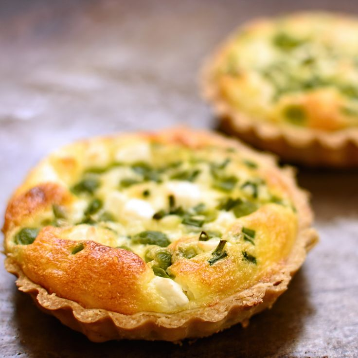 broad (fava) bean, feta and chive tarts. The sweetness of the broad beans combines beautifully with salty feta and fresh chives to make a lovely #vegetarian tart. Perfect for a picnic!
