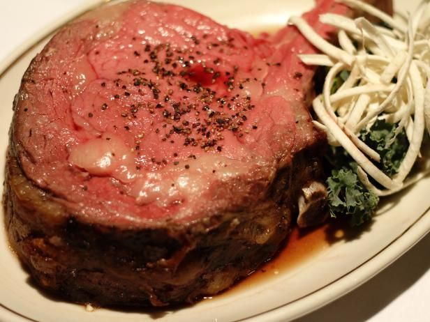"Philly may be known as a laid-back town, but <a title=""The Prime Rib"" href=""http://www.cityeats.com/philly/restaurants/the-prime-rib-philly"" target=""_blank""><em> <b>The Prime Rib</b></em></a> brings an air of formality that stands out among even the finest restaurants in the city."