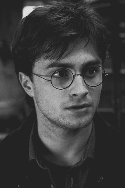 Half my brain is saying Harry Potter and the other is saying Daniel Radcliff