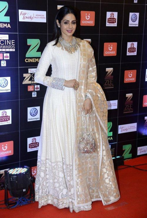 Sridevi at Zee Cine Awards 2017 : Sridevi looked her usual elegant self in a white Manish Malhotra lehenga with a matching pouch. I feel that this look would have been fine without that Amrapali neckpiece, but as a whole, I don't really mind it. She...