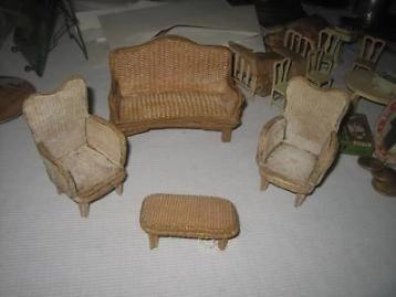 Antieke poppenhuis meubeltjes