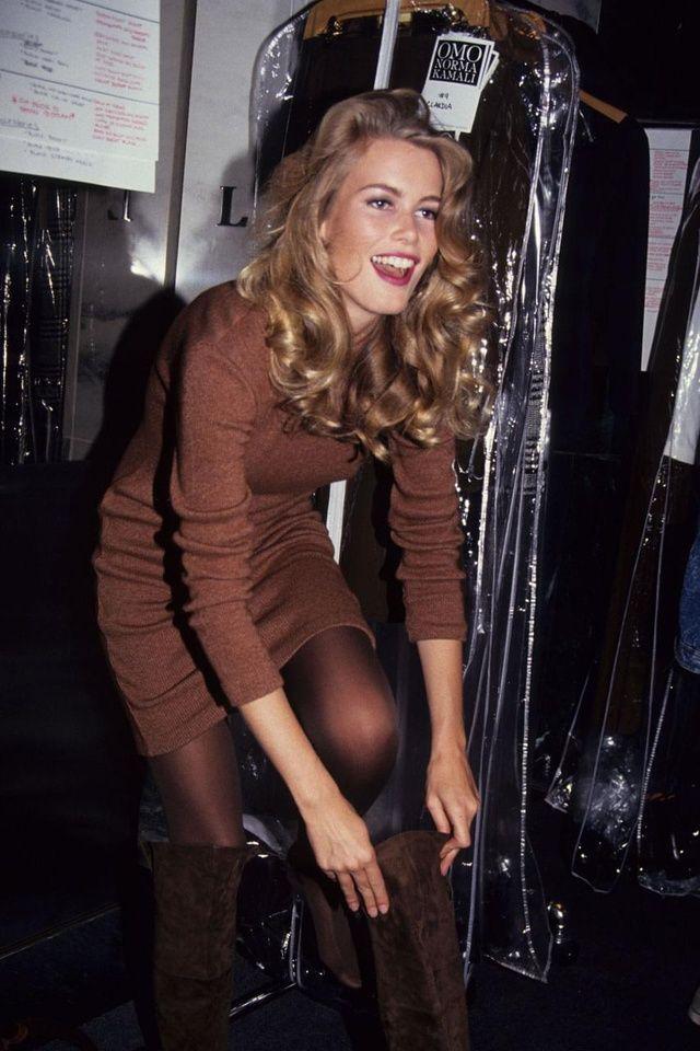 Les backstage de la Fashion Week en photos vintage - Claudia Schiffer, makeup, blonde curly hair, curls