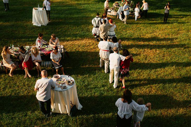 Iulia-Andrei-traditional romanian wedding_land of white deer (53)