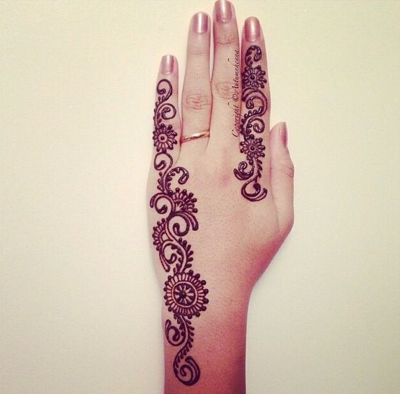 1000 images about henna on pinterest beautiful mehndi design eid mehndi designs and hand - Motif henne simple ...