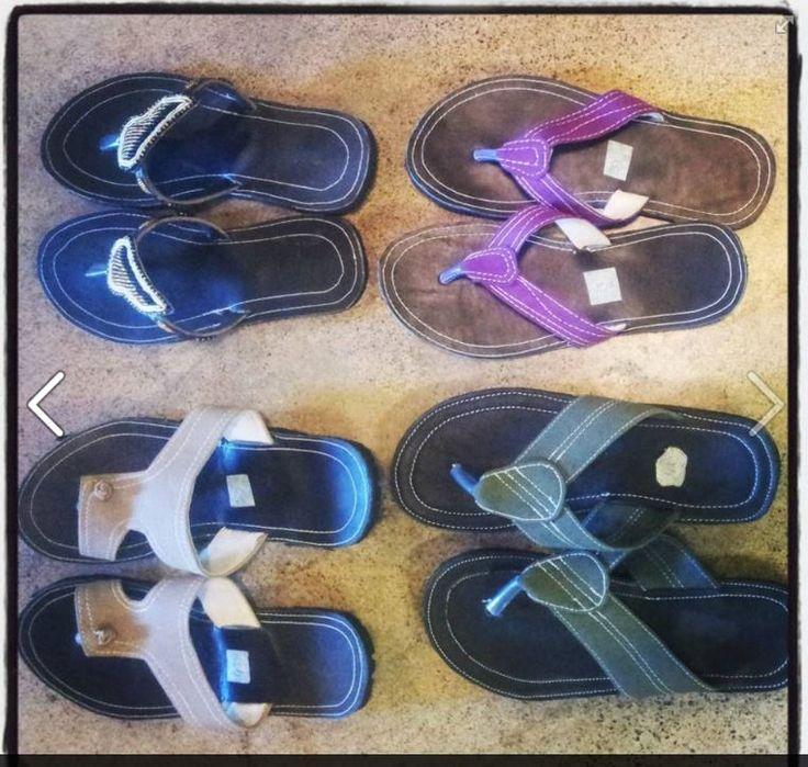 Leena toi näytille tanzanialaisten nuorten tekemiä sandaaleita - hienoja !