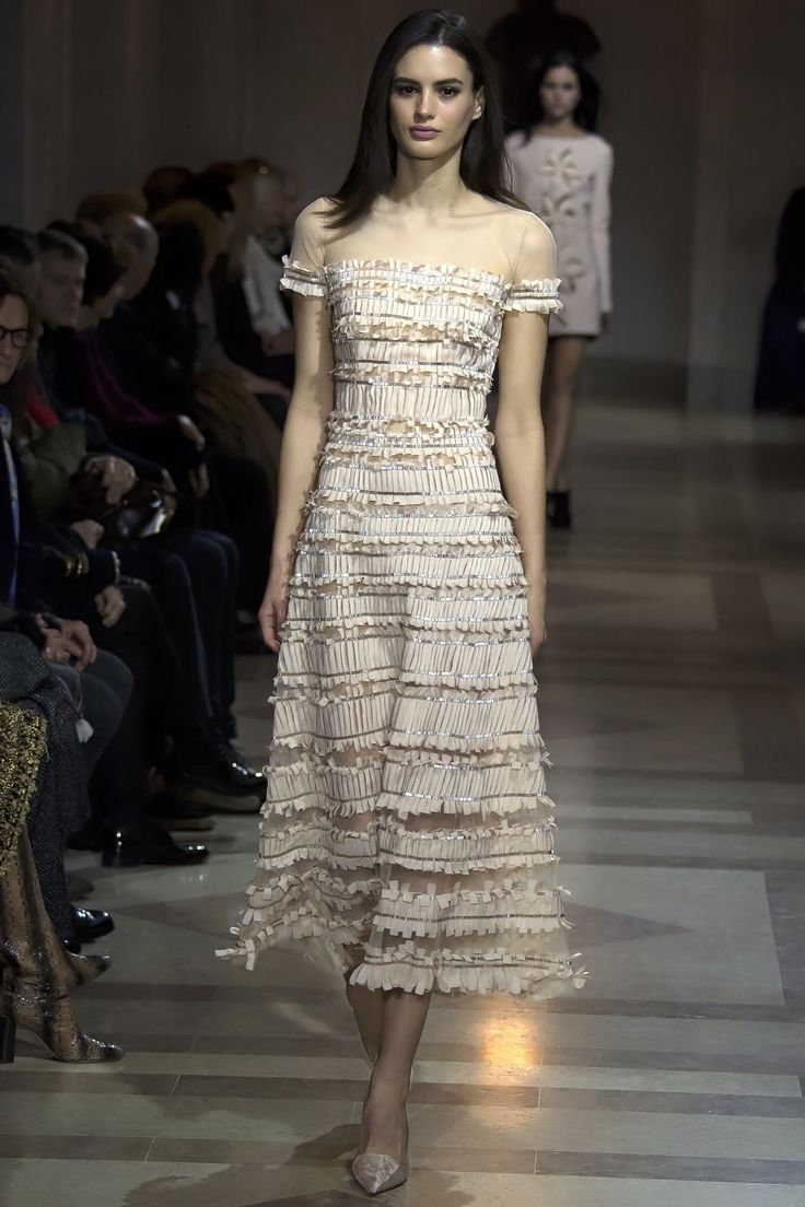 Carolina Herrera Fall 2016 Ready-to-Wear Fashion Show   http://www.theclosetfeminist.ca/    http://www.vogue.com/fashion-shows/fall-2016-ready-to-wear/carolina-herrera/slideshow/collection#15