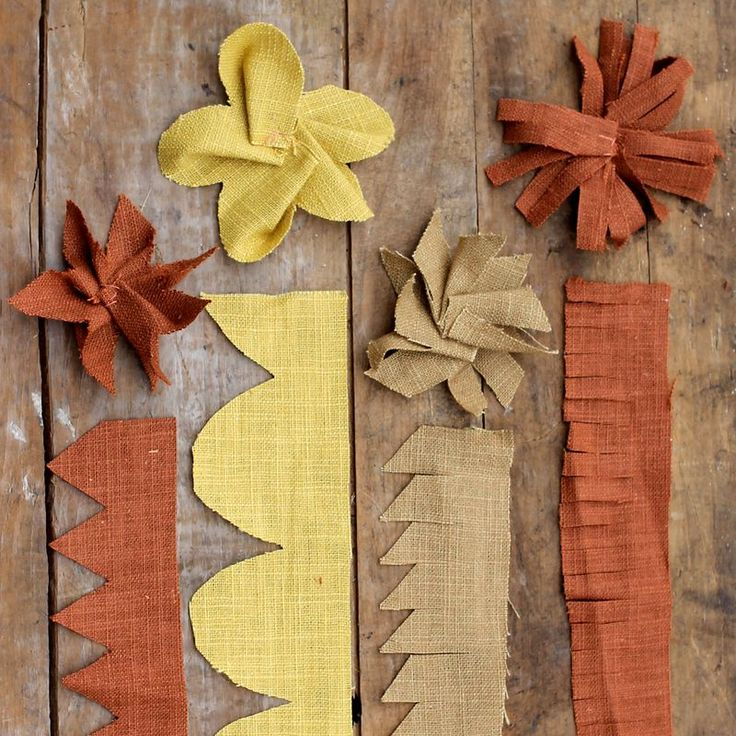easy stitched canvas flowers: Diy Flowers, Clothing Flowers, Flowers Crowns, Fabrics Bloom, Flowers Ideas, Diy Burlap Flowers Tutorials, Make Flowers, Fabrics Flowers, Floral Crowns