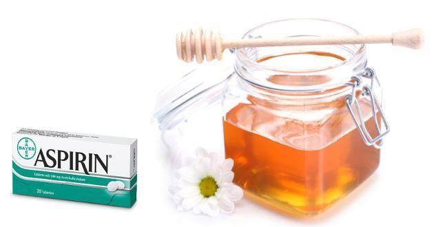 Ballı Aspirin Maskesi Hazırlanışı; Aspirin maskesini hazırlamak oldukça kolay bir işlem. Yaklaşık bir dakika içerisinde aspirin maskesini hazırlayabilirsiniz. Maskeyi hazırlamak için aspirin, bal ve temiz içme suyuna ihtiyacımız var. Tarifi ve maskenin yüze uygulanışı kısaca şöyle: 3-4 adet aspirini küçük bir tabağa koyun. Aspirini eritmek için üzerlerine bir iki damla su dökün, parmaklarınızı ya da …