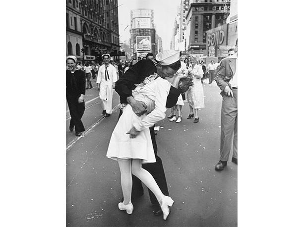 La icónica foto simboliza el fin de la Segunda Guerra mundial. (Foto: Alfred Eisenstaedt)