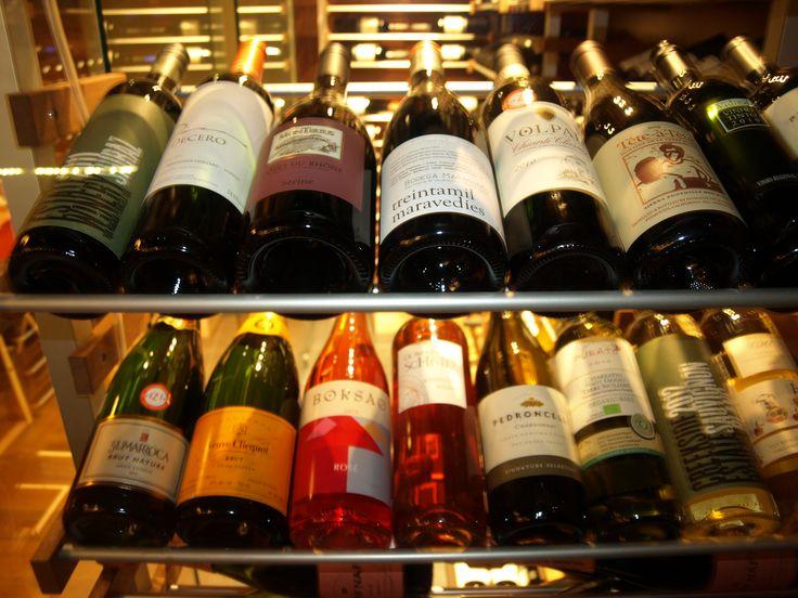 Cellier, vins d'importation. Nouvelle sélection à tous les mois Le Bar à vin - Bistro Le Club au Quartier Dix30  #bar #vin # wine bar #tapas #cellier #Dix30 #vin importation #nouvelle sélection