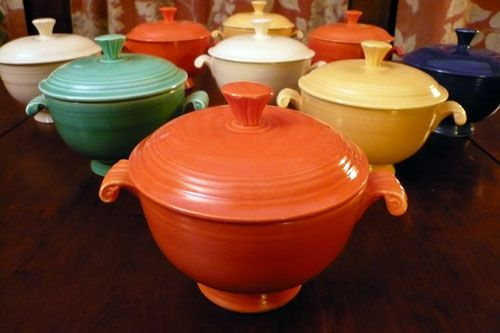 Fiesta: Chilis Chee, French Onions Soups, Fiestawar Bowls, Soups Bowls Lov, Fiestas Onions, Fiestas Ware, Awesome Colors, Vintage Fiestas, Fiestas Bowls