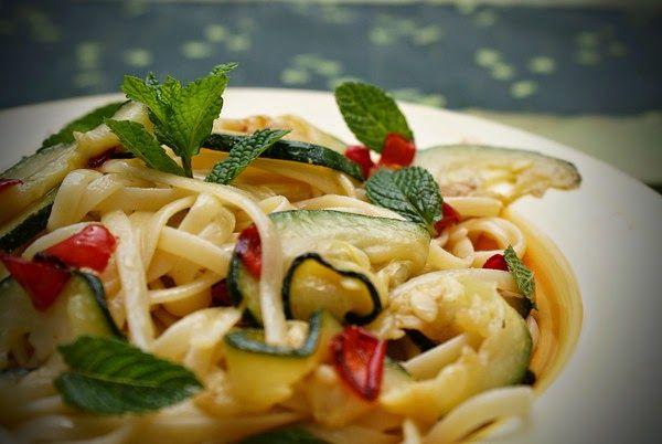 Spaghetti con zucchini e menta (Spaghetti med zucchini och mynta) Sicilianskt recept