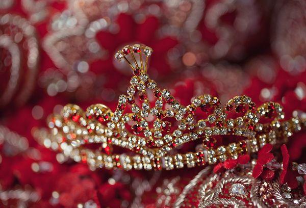 red,gold,white,bridal jewelry,Garrett Frandsen Photography,indian wedding jewelry,indian bridal jewelry,indian bride jewelry,indian wedding wear