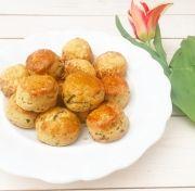 Medvehagymás-sajtos pogácsa Zelleitündi módra