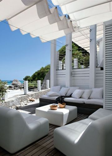 Let's have a drink around this design terrace with view on the ocean / c'est l'heure de l'apéro autour de cette terrasse design avec vue sur l'océan   More photos http://petitlien.fr/maisonsdevacances