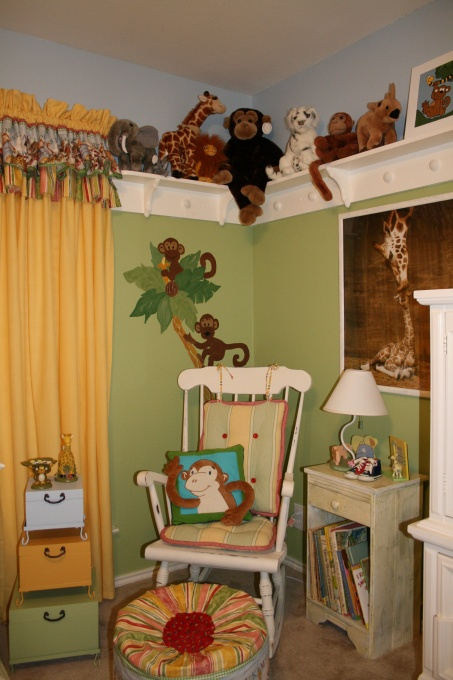 I need to do this shelve in Mckenzie's room!! She has so many stuff animals