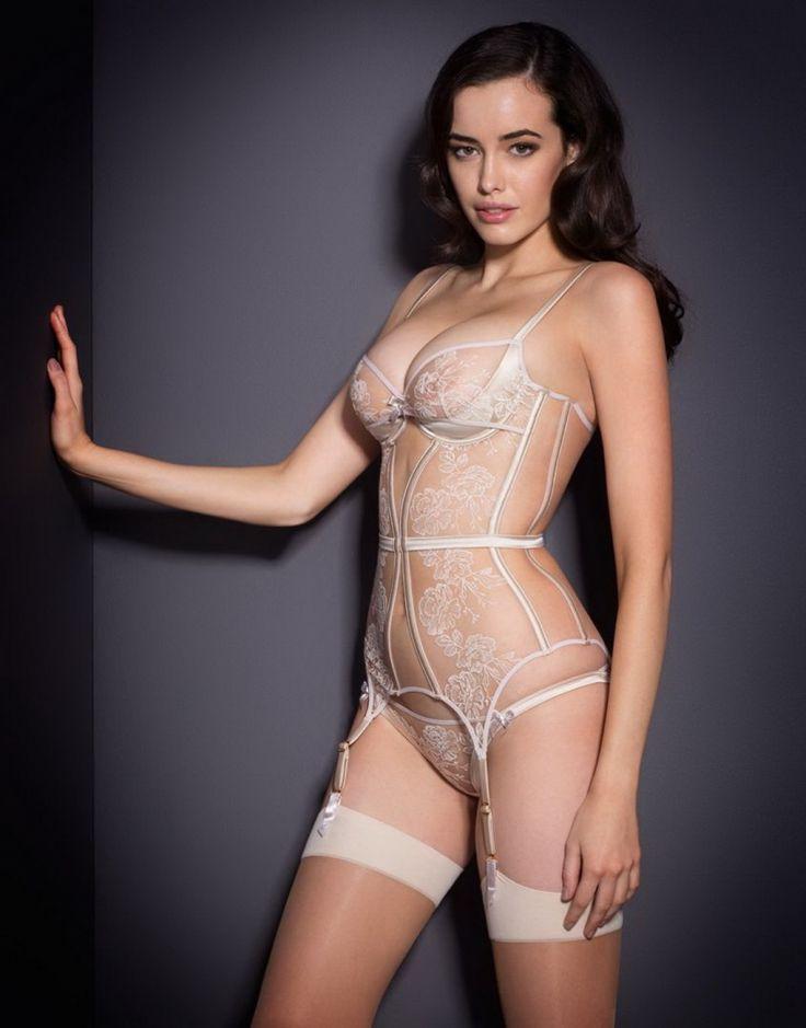 Latina lesbian tit