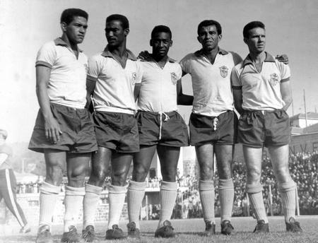 Mané Garrincha no melhor ataque do Brasil, com Didi, Pelé, Vavá e Zagalo.