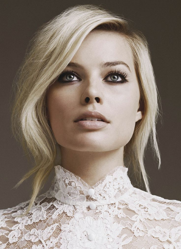 I would only try blond again if it was done professionally. She has my face shape.
