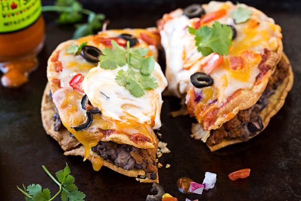 25 best mini mexican pizza ideas on pinterest mini taco cups mini pizza starters and baked. Black Bedroom Furniture Sets. Home Design Ideas
