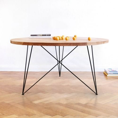 Table ronde en bois massif et acier, réalisée artisanalement par nos artisans. #table #ronde #chêne