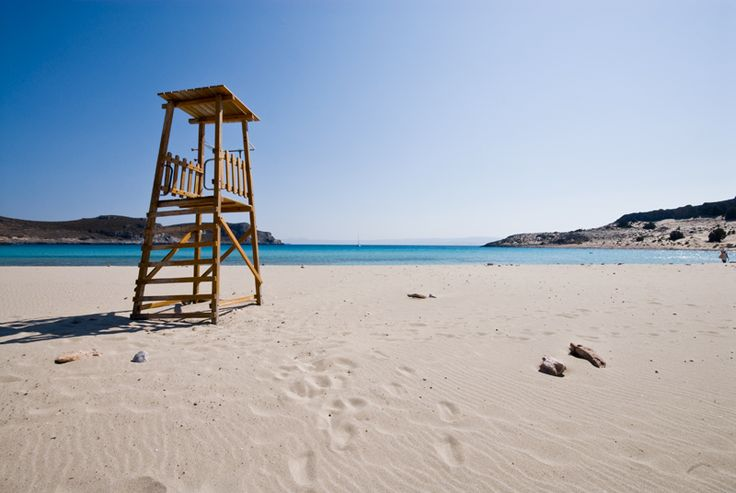 Elafonisos island in Greece. I wish I was a lifeguard there! - Click through the photo, to get information on how to visit Elafonissos.