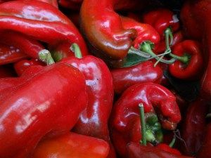A Portuguese Staple... Portuguese Style Ground Red Pepper is used in a vast variety of Portuguese cooking. Lear how to make it and store it for a whole year of cooking! Please share!