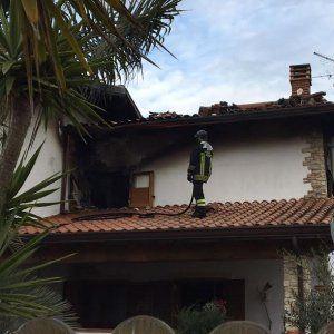 Sabaudia a fuoco la casa di un'ispettrice di polizia: s'indaga per incendio doloso #lavoratori #salari #tasse #roma #stipendo #INPS