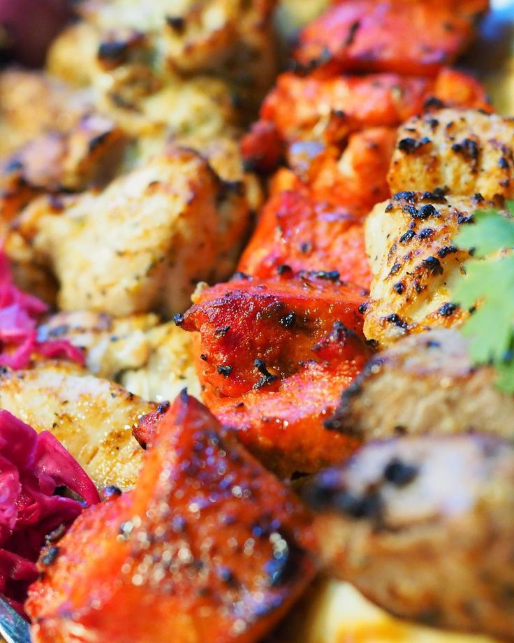 You can almost see the flavour on these kabobs from @naanandkabob!! My personal favourite is the Tandori Marinated Chicken - slightly spicy (for some) tender and so savoury  - Thank you @naanandkabob and @hungryhiba for inviting me to taste such flavorful food! - - - - #afghanfood #afghancuisine #afghancuisinerestaurant #halal #Foodieevent #naankabob #naan #kabob #CAeats #cravethe6ix  #yelpGTA #craveTO #ypdine #blogTO #TO_finest #TodayIFooded #curiocityTO #TOeats #torontofood #tofoodies…