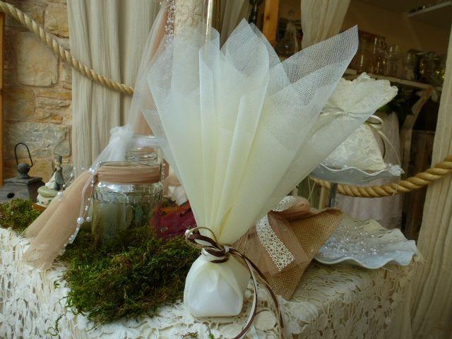 Μπομπονιέρα γάμου με τούλια και τα αγαπημένα μου κορδόνια!