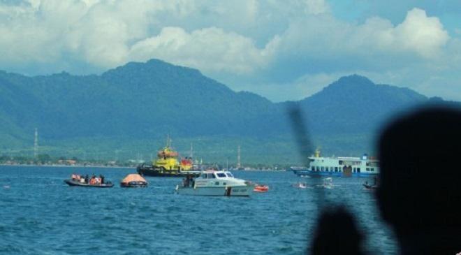 Covesia.com - Korban meninggal akibat kapal karam di wilayah Perairan Tanjung Rhu, Mersing, Johor Bahru, Malaysia, yang diduga TKI ilegal yang menyeberang dari...