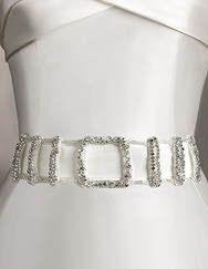 A Pronovias apresenta-lhe o seu cinto CINT.358 para vestidos de noiva. | Pronovias