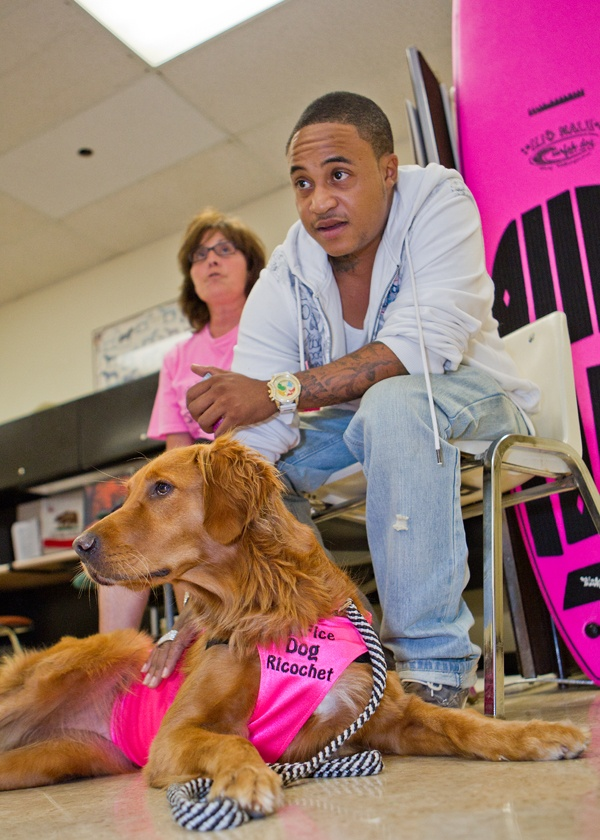 Actor Orlando Brown Helps California Shelter