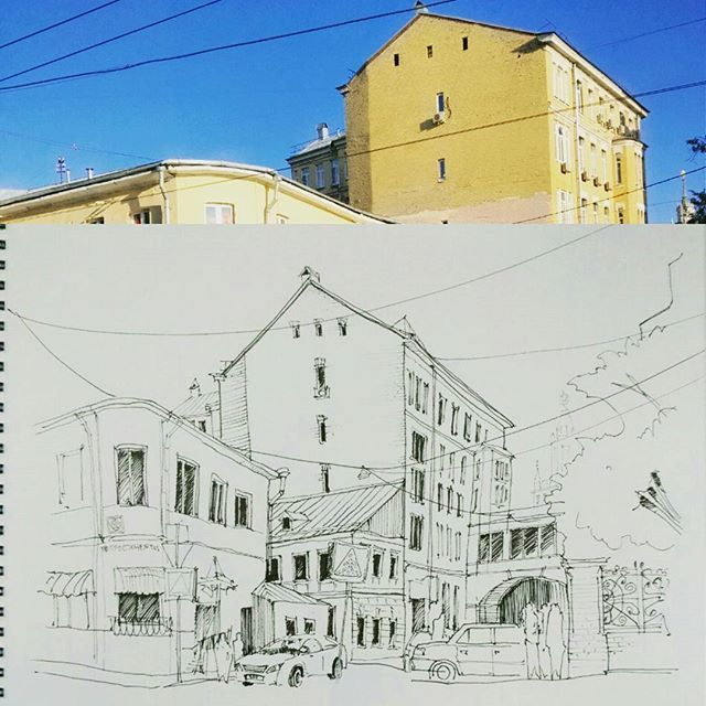 God knows how many times I've drawn this! A demo sketch at today's tutorial. The last sketch of Summer . Не знаю, сколько раз я уже рисовала именно этот вид. Все равно люблю. Демо скетч с последнего занятия. . #canson #sketchbook #micronpigma #pen #moscow #sketch #moscow_in_sketches #drawingonthespot #artist #arquitetapage #arqsketch #arch_more #architecture #architect #oldstreet #oldtown #москва #китайгород