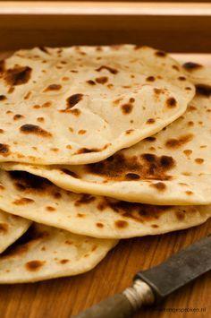 Plat brood - Traditioneel brood van bloem, yoghurt een snuf zout en gebakken in…