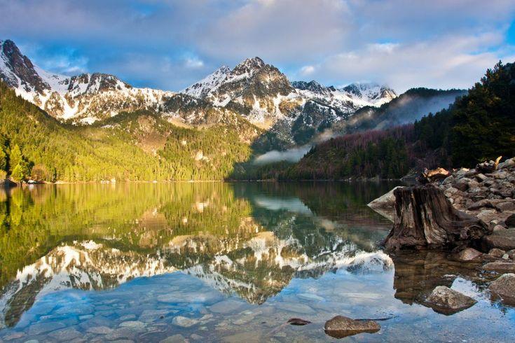 24 de Mayo Día Europeo de los Parques Nacionales Aigüestortes y Lago de San Mauricio (Pirineo de Lleida, Cataluña) Gracias a: La belleza de los 15 parques nacionales de España | El Viajero | EL PAÍS
