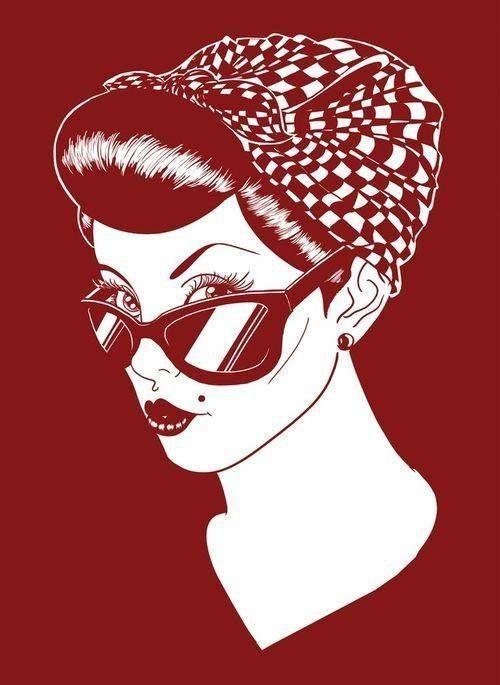 Pin up girl fanzendo charme com os óculos de sol