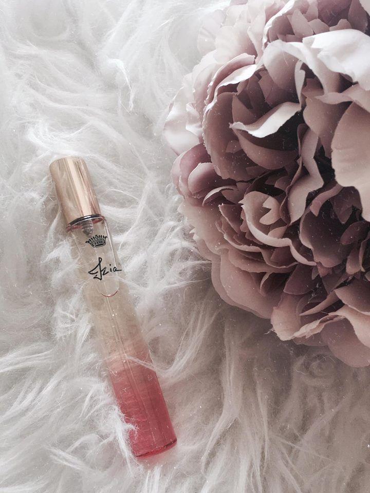 PROFUMI FEMMINILI i preferiti del momento e dove aquistarli. Fleur Musc for her il nuovo profumo di Narciso Rodriguez e Izia by Sisley.