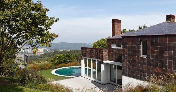 Patio trasero de la Vivienda en la Zapateira.Foto de @roialonso_fotografia @roi_alonso. #architecture #arquitectura #arq #architectureporn #architecturelovers #archilovers #architecturephotography #spain #españa #galicia #acoruña #home #casa