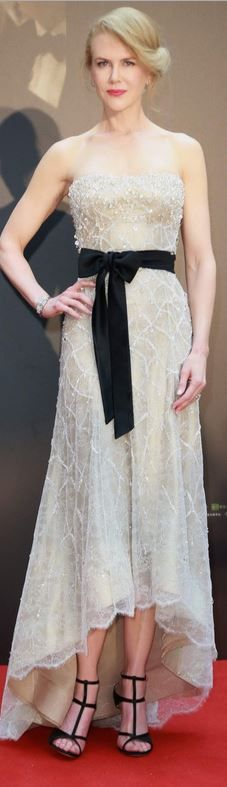 Nicole Kidman in a beautiful, original dress.  The black ribbon matching shoes really complete a great look.