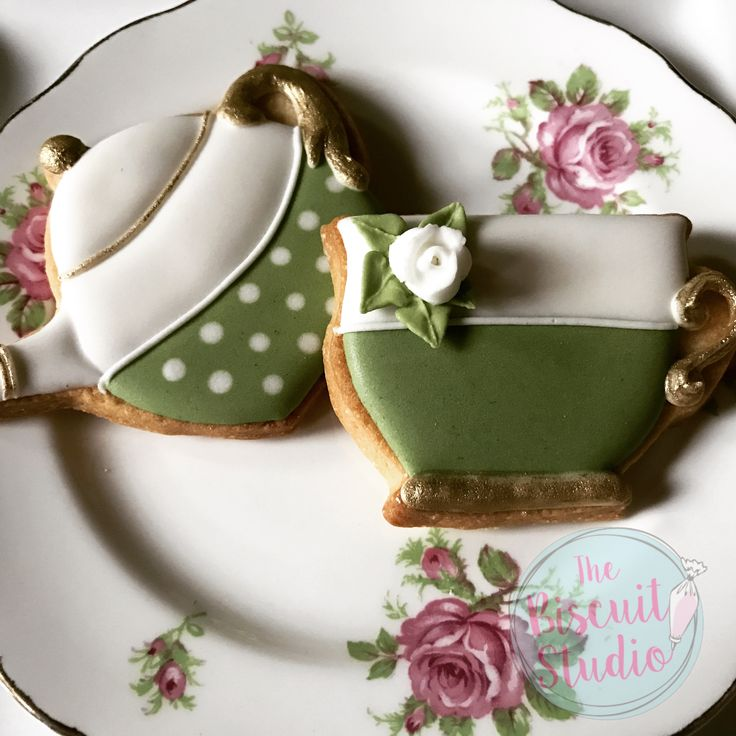 The Biscuit Studio #cookies #cookieicing #cookiedecorating #royalicingcookies #royalicing #teapotcookies #gardencookies
