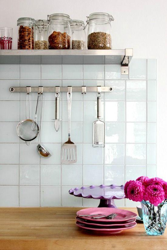 Glazen voorraadpotten in de keuken zien er leuk uit en zijn handig, je voorraad is in één oogopslag zichtbaar. kies je voor weckpotten of een pot met een los deksel?