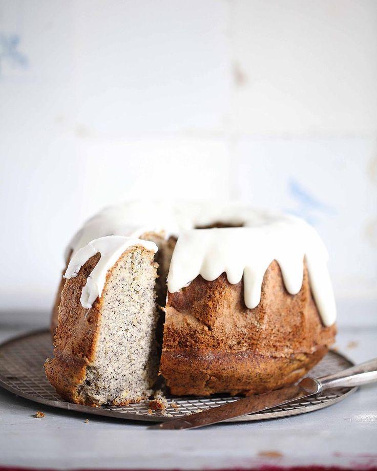 REZEPT FÜR SAFTIGEN APFEL MOHN GUGELHUPF MIT SCHÖN DICKEM ZUCKERGUSS – APPLE POPPY SEED BUNDT CAKE