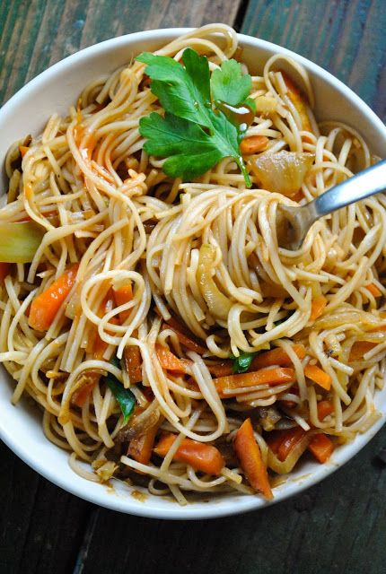 Quick and easy vegan noodle stir-fry. Perfect after a long work day!  RECIPE: http://www.vegansandra.com/2017/02/quick-and-easy-vegan-noodle-stir-fry.html